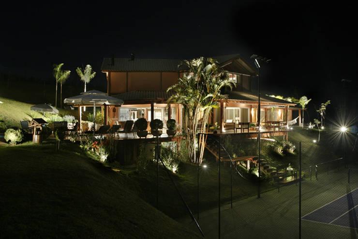 Casa Fazenda CC: Casas rústicas por Silvia Cabrino Arquitetura e Interiores