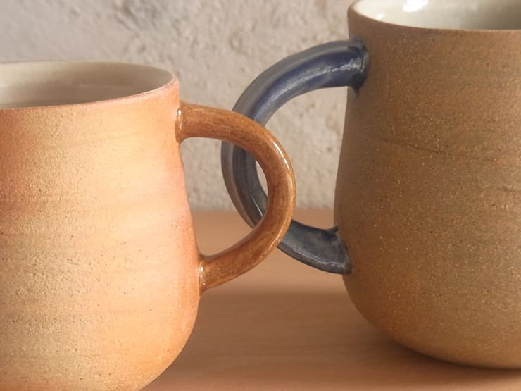 mug cup: 川尻製陶所 - kawajiri Earthenware Factoryが手掛けたダイニングルームです。