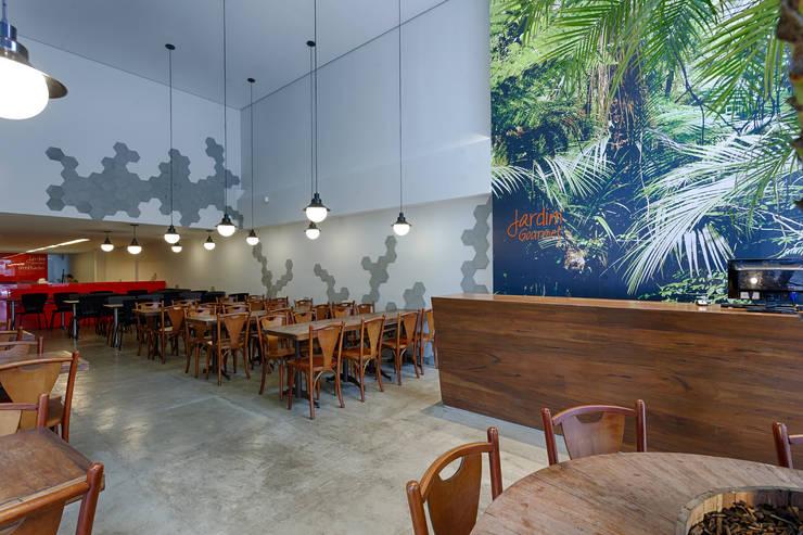 Jardim Gourmet: Espaços gastronômicos  por Piacesi Arquitetos,
