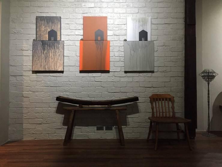 CASA KI: Pasillos y recibidores de estilo  por Jimena Fullana