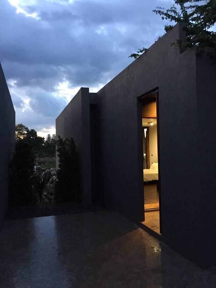 CASA KI: Casas de estilo  por Jimena Fullana