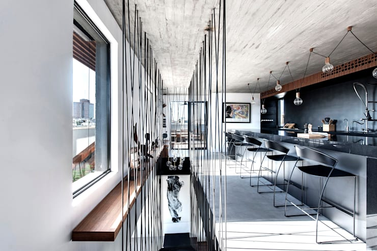 Duplex Penthouse in Tel Aviv: Cuisine de style de style Minimaliste par toledano + architects