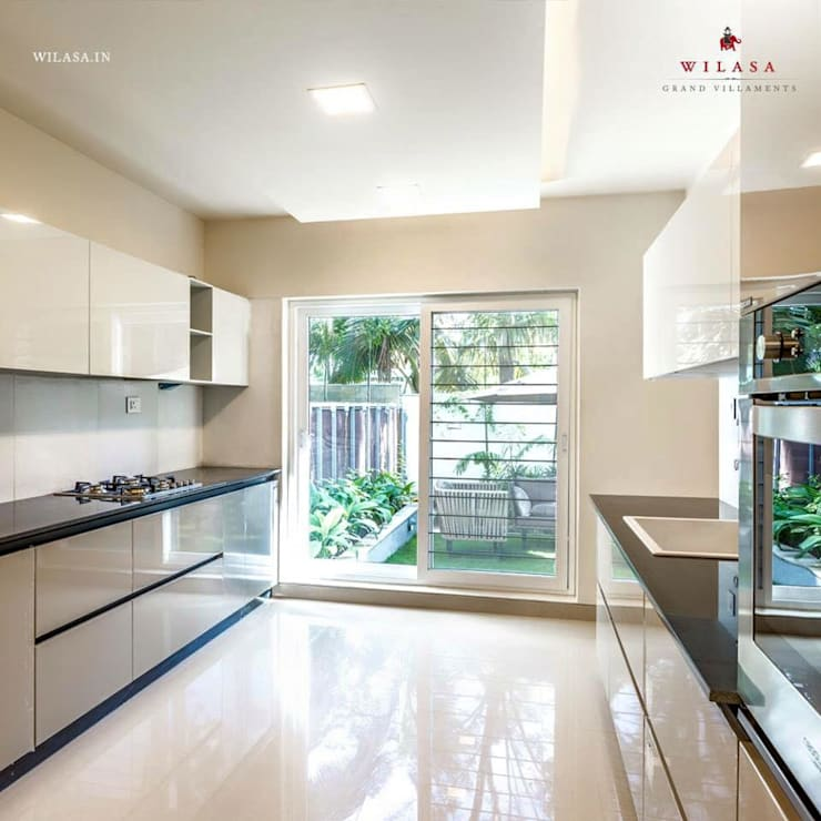 Model Apartment: modern Kitchen by Construction Associates