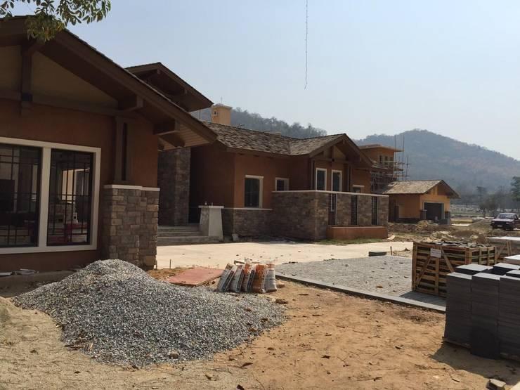 Viviendas: Casas de estilo  por Arquitecto Reyes