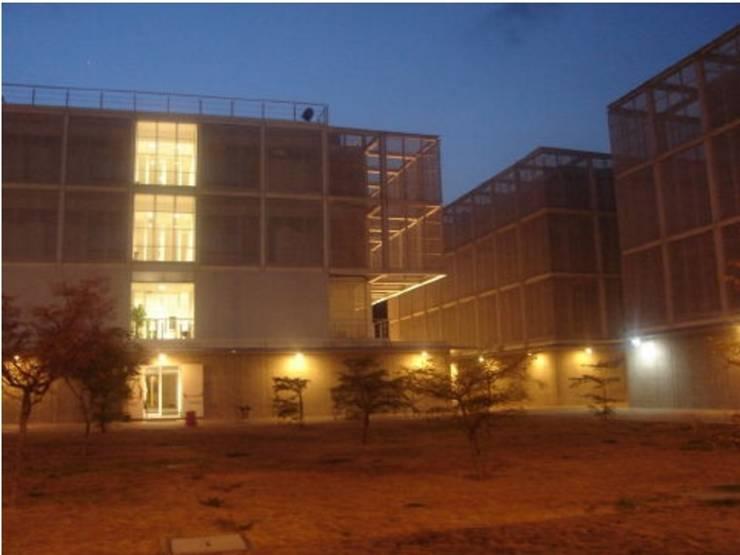 Villa del Cine: Museos de estilo  por METF Iluminación