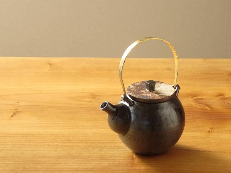 黒釉土瓶: 古荘美紀 Furusho Mikiが手掛けたキッチンです。