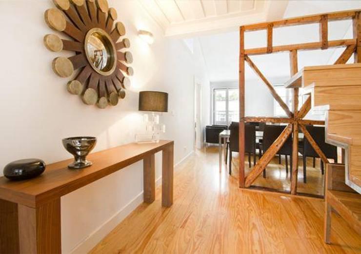 3 A . Rua do Norte n.º28: Salas de estar  por Pedro Ferro Alpalhão Arquitecto