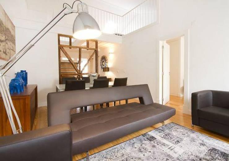 3 A . Rua do Norte n.º28: Salas de estar modernas por Pedro Ferro Alpalhão Arquitecto