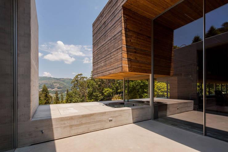 Modern home by Carvalho Araújo Modern Concrete