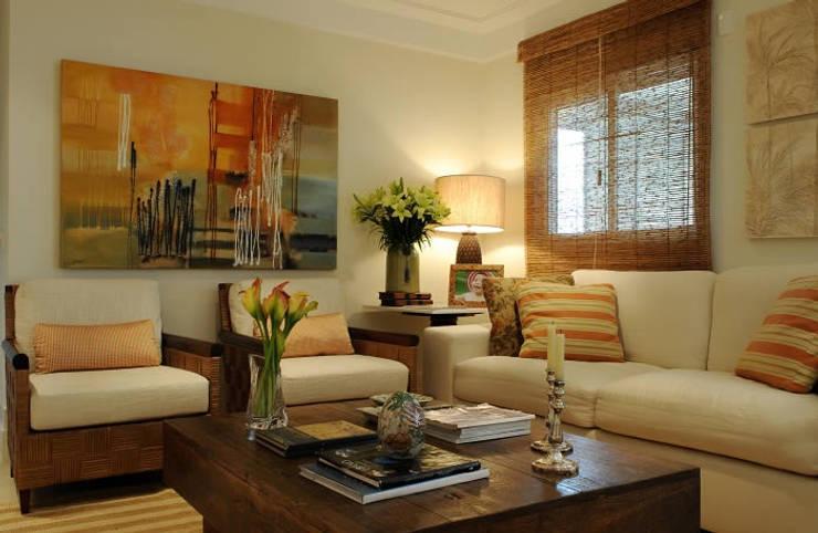 projetos: Salas de estar  por Rodrigues Moran Arquitetura e Design