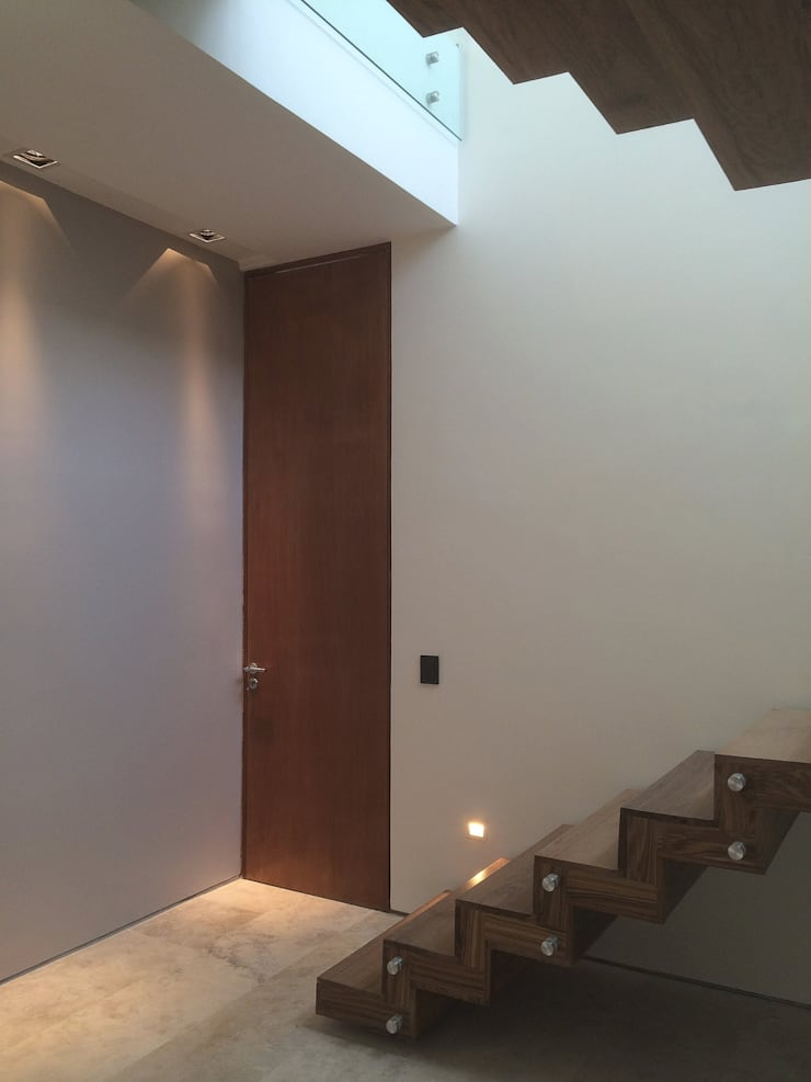 Casa ANV Pasillos, vestíbulos y escaleras modernos de Israel & Teper arquitectos Moderno