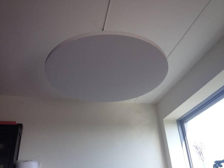 Zwevend plafond eiland met Sterrenhemel verlichting voor de slaapkamer, keuken, huiskamer, restaurant, hotel, lounge:  Slaapkamer door MyCosmos, Modern Hout Hout