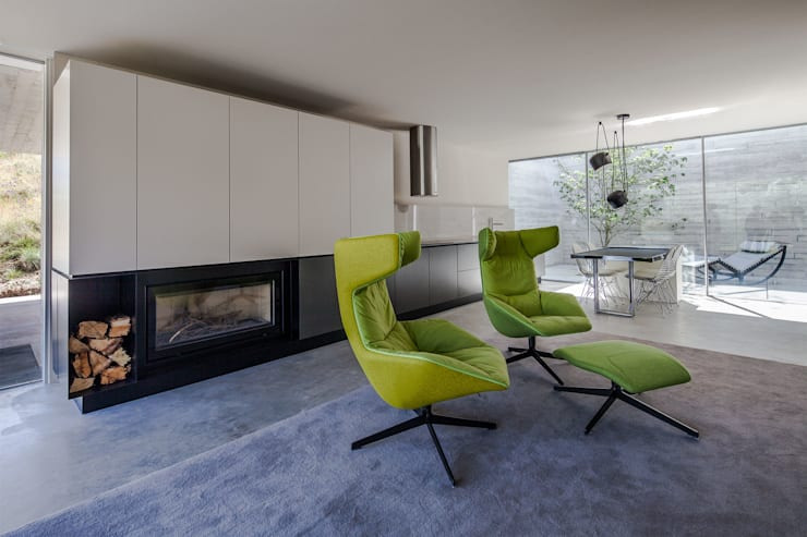 Living room by Carvalho Araújo, Modern Concrete