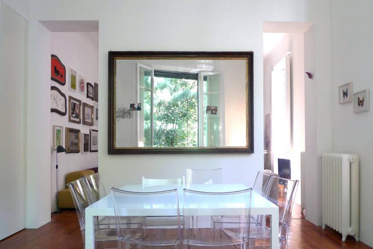 SAFFI VILLETTA: Sala da pranzo in stile in stile Minimalista di 02arch