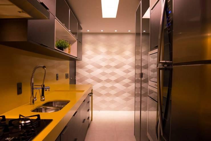 Cozinha JL: Cozinhas  por Juliana Souto Arquiteta,