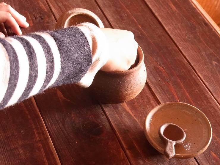 salt pot – 塩壷: 川尻製陶所 - kawajiri Earthenware Factoryが手掛けたキッチンです。