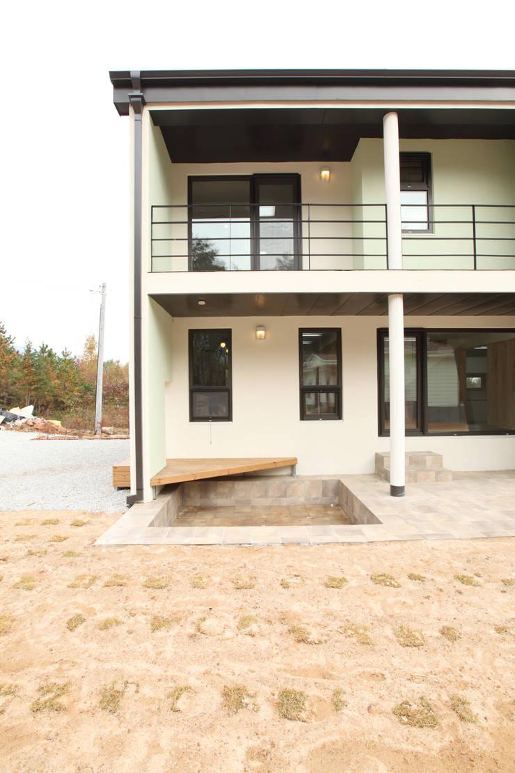 남측정면: 주택설계전문 디자인그룹 홈스타일토토의  주택,모던