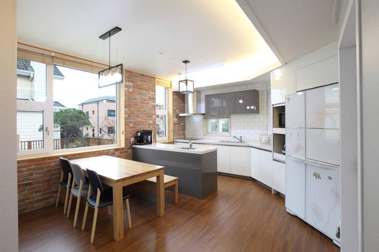 modern Kitchen by 주택설계전문 디자인그룹 홈스타일토토