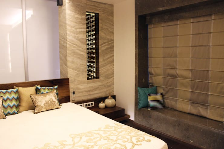 Juhu Residence:  Bedroom by The design house