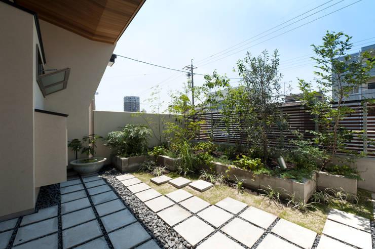 Garden Terrace House: Sakurayama-Architect-Designが手掛けた庭です。