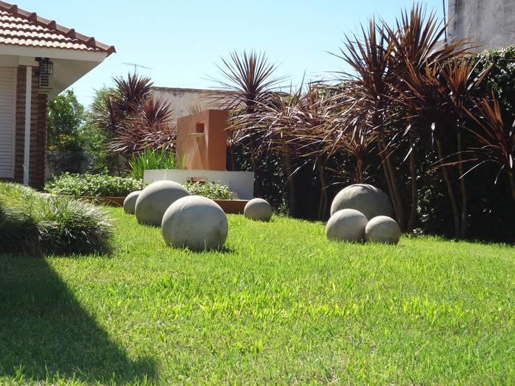 Jardines de estilo ecléctico por milena oitana