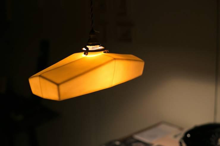 Lightware: 飛松陶器が手掛けたオフィス&店です。