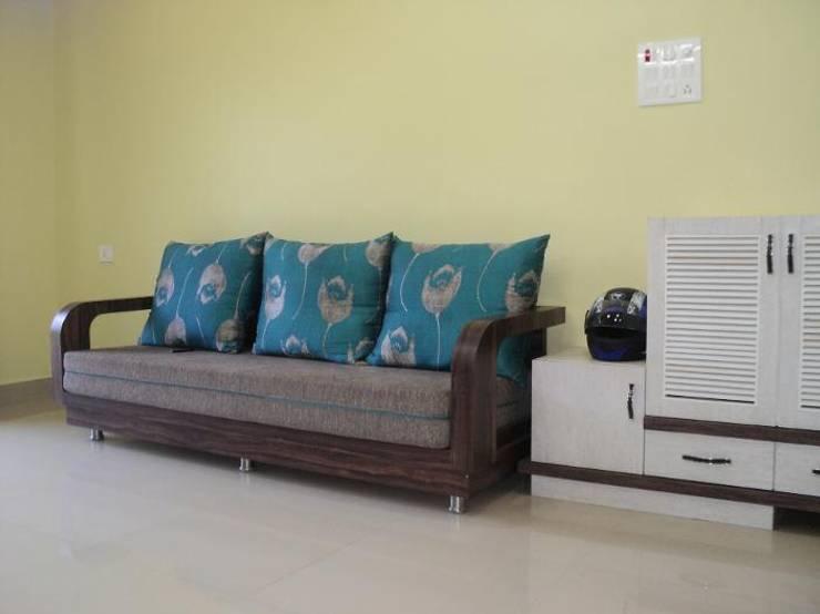 Interior Designs:  Living room by vastu_interiors
