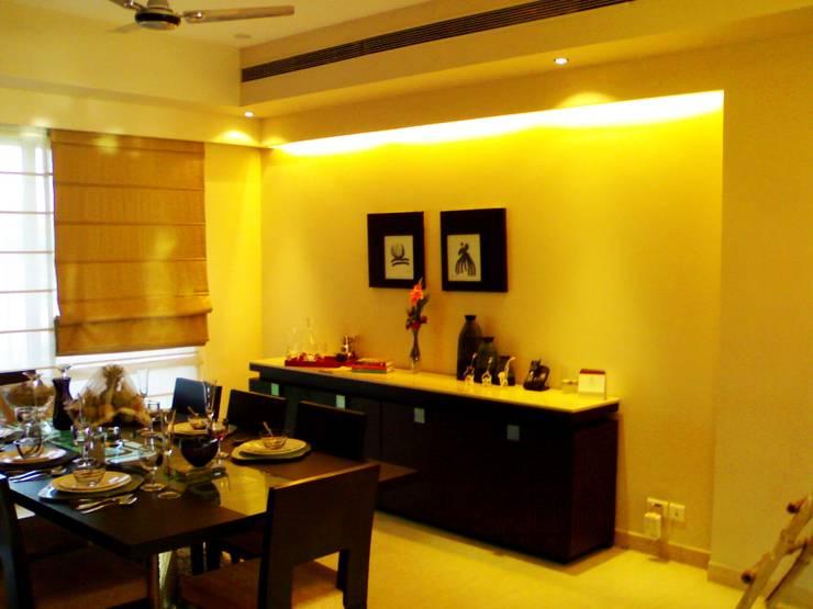 Dining Room Designs:  Dining room by sunilchitara,Modern