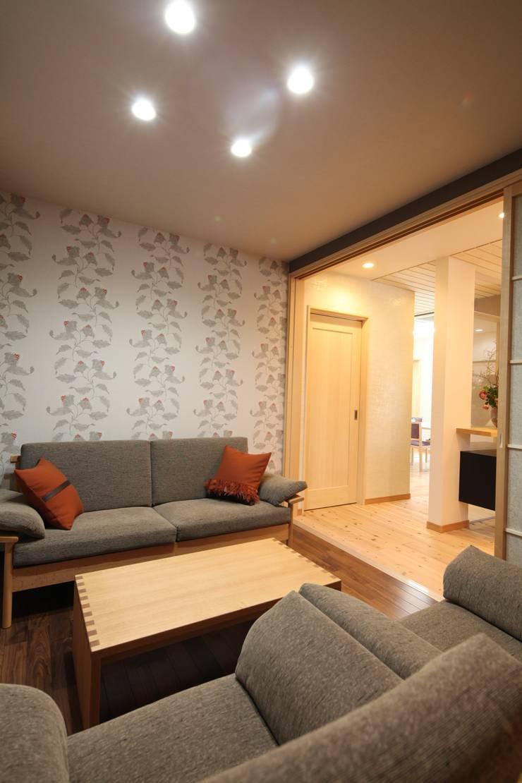 応接室&打合せコーナー: 株式会社Juju INTERIOR DESIGNSが手掛けたオフィススペース&店です。