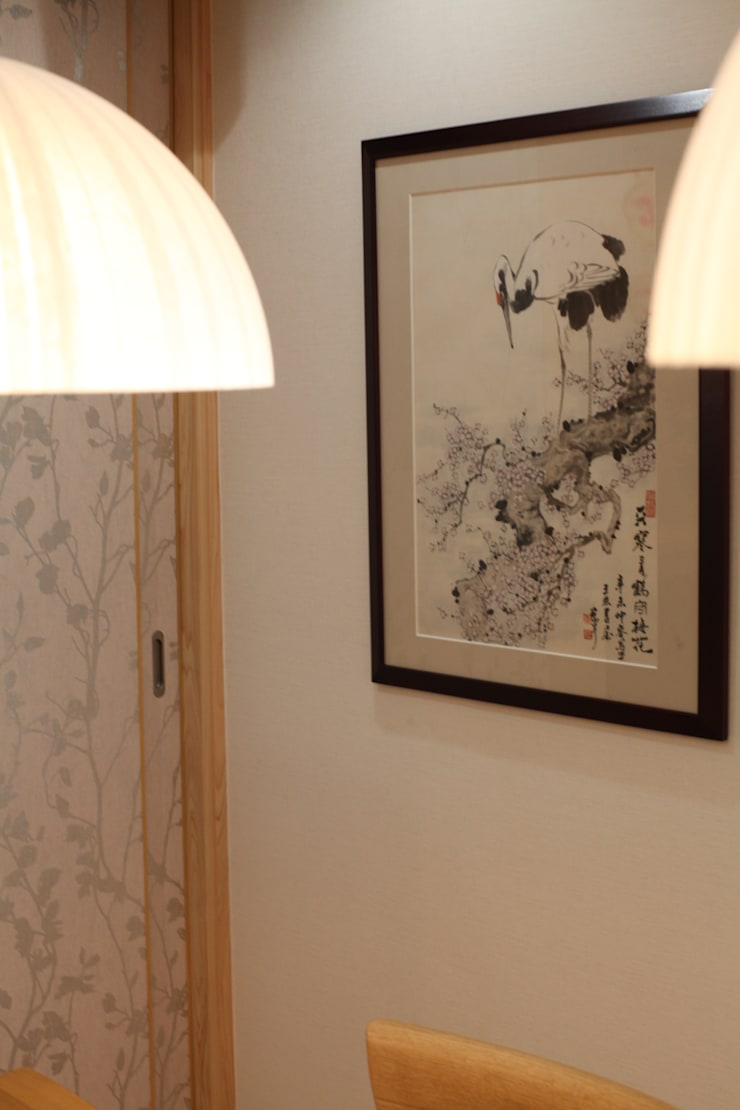 ARTのある空間: 株式会社Juju INTERIOR DESIGNSが手掛けたオフィススペース&店です。