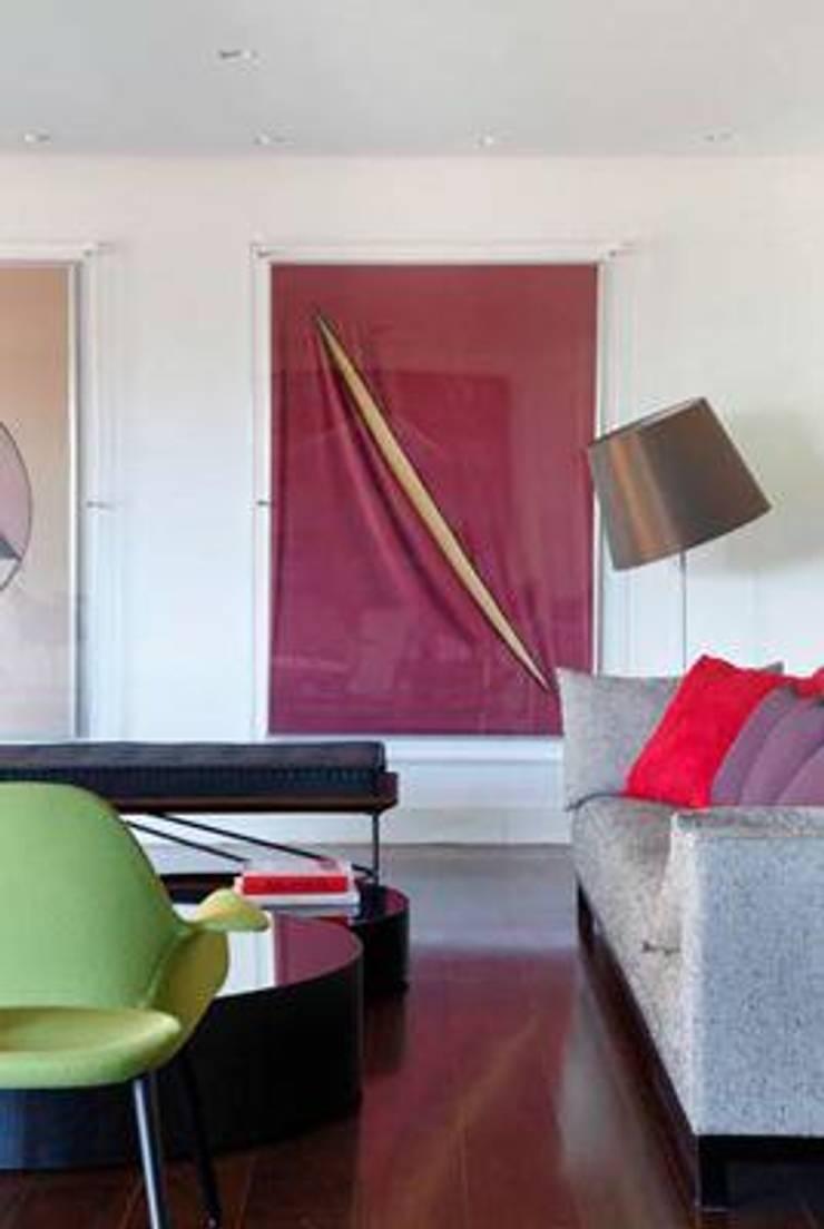Apartamento Estrada da Gávea: Salas de estar  por oficina p:ar - projetos de arquitetura