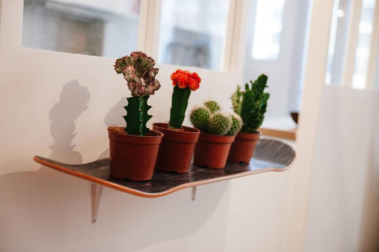 La création des clients!: Salon de style de style Moderne par Lise Compain