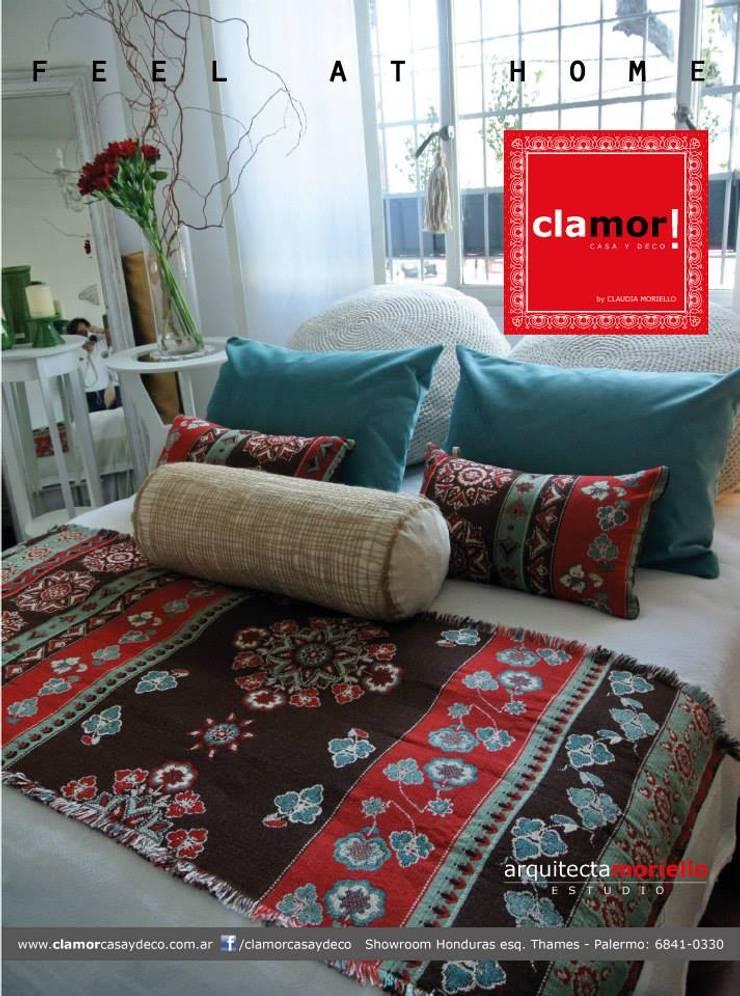 PIE DE CAMA CON FUNDAS: Dormitorios de estilo  por Clamor Casa y Diseño
