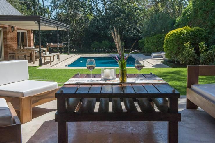 Ratona Perez: Jardines de estilo  por MAIFREN Muebles
