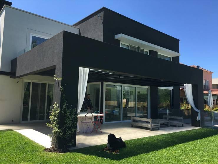 Maisons modernes par MFARQ - Tomas Martinez Frugoni Arq Moderne