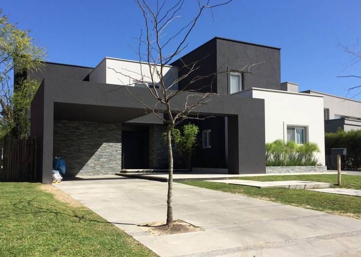 Casa FM: Casas de estilo  por MFARQ - Tomas Martinez Frugoni Arq
