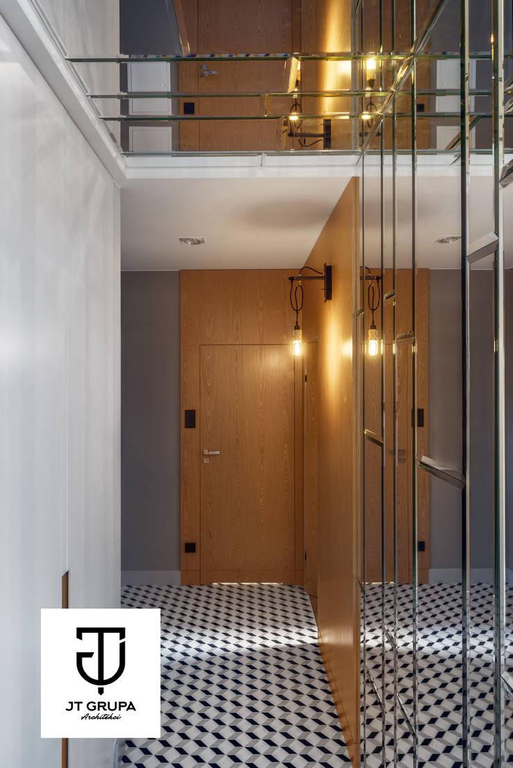 GDAŃSK – Mieszkanie wakacyjne: styl , w kategorii Korytarz, przedpokój zaprojektowany przez JT GRUPA,Eklektyczny