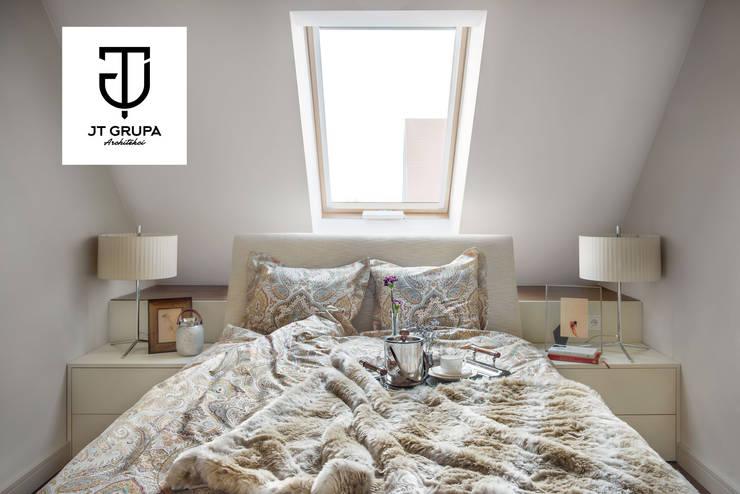 Apartament z widokiem na Motławę: styl , w kategorii Sypialnia zaprojektowany przez JT GRUPA