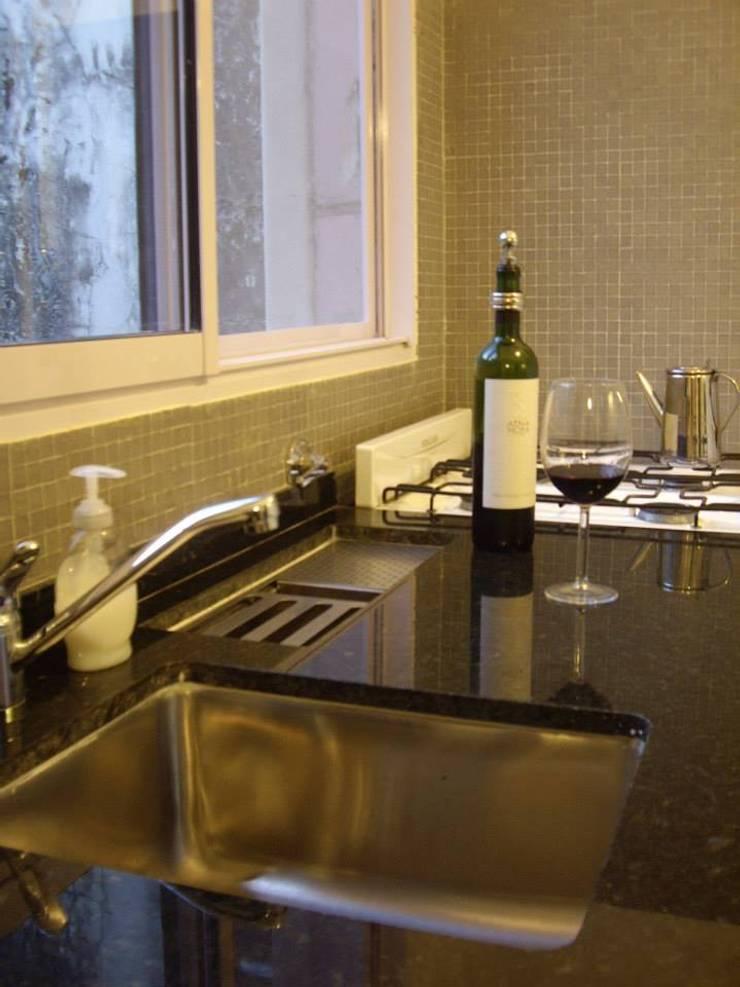 Mueble Cocina: Cocinas de estilo  por SSA design studio