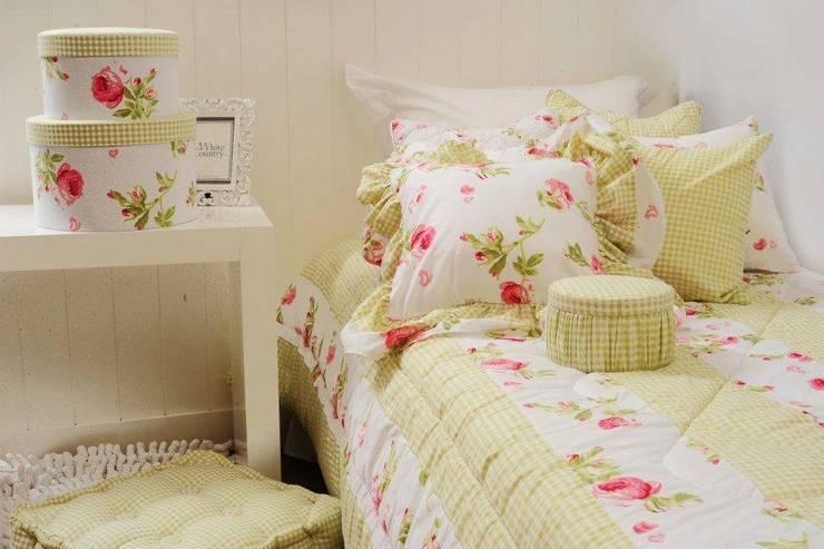 Camas con estilo: Dormitorios de estilo  por Sol y Compañia
