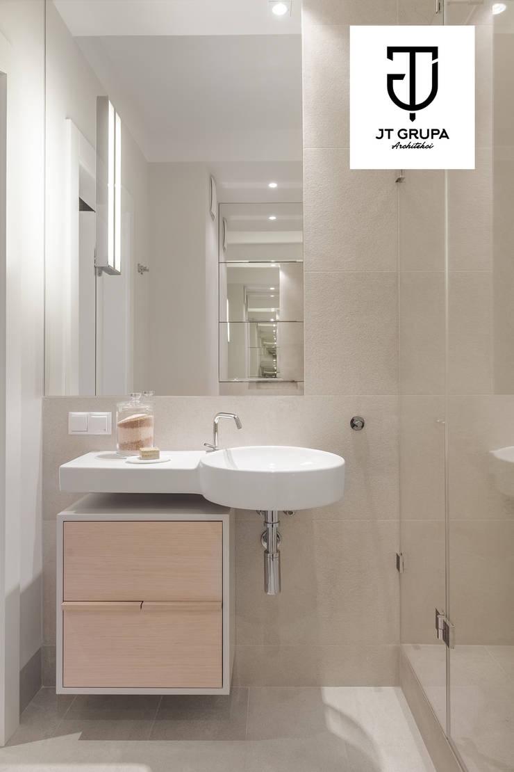 Gdańsk – Apartament nad zatoką: styl , w kategorii Łazienka zaprojektowany przez JT GRUPA,Klasyczny