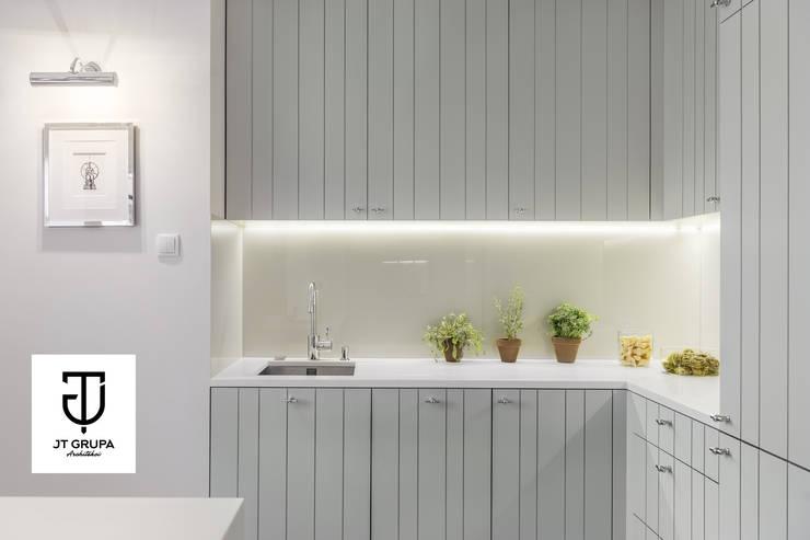 Gdańsk - Apartament nad zatoką: styl , w kategorii Kuchnia zaprojektowany przez JT GRUPA