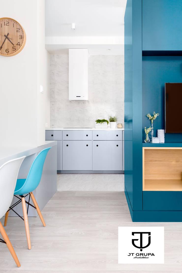 Gdańsk – Skandynawskie mieszkanie wakacyjne: styl , w kategorii Kuchnia zaprojektowany przez JT GRUPA