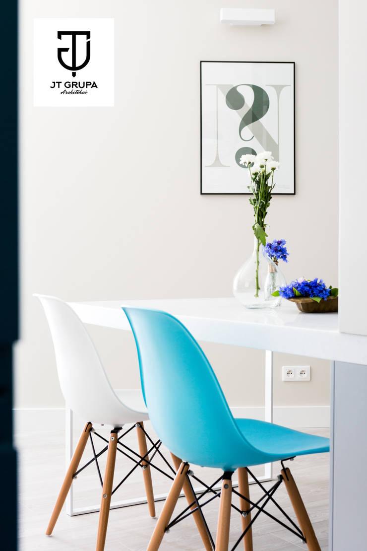 Gdańsk – Skandynawskie mieszkanie wakacyjne: styl , w kategorii Jadalnia zaprojektowany przez JT GRUPA