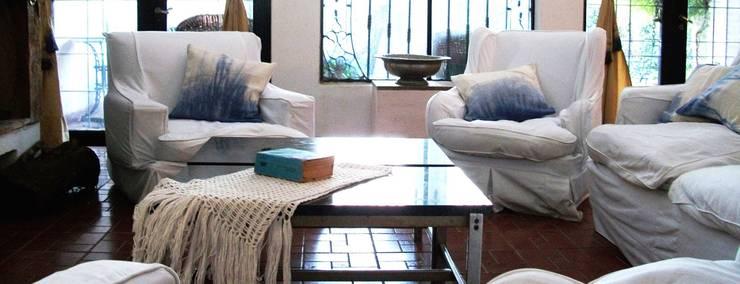 Productos y Espacios CLC: Livings de estilo  por CLC Arquitectura & Diseño de Interiores,Moderno