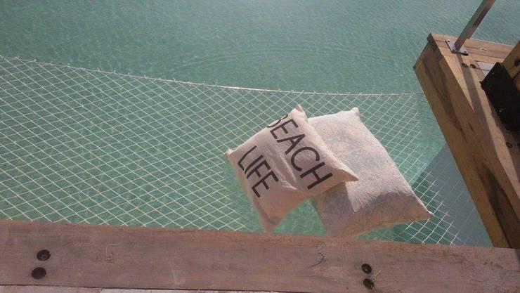 Almohadones para el showroom de Remeros Beach-Tigre: Hogar de estilo  por Indigo Fabrics,