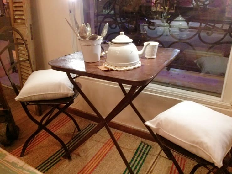 Muebles ambientados: Livings de estilo  por La Bartola