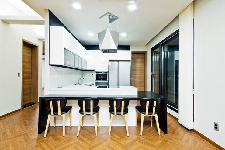 Projekty,  Jadalnia zaprojektowane przez GongGam Urban Architecture & Construction