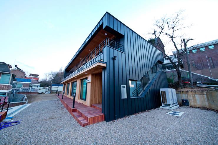 Casas de estilo escandinavo por GongGam Urban Architecture & Construction