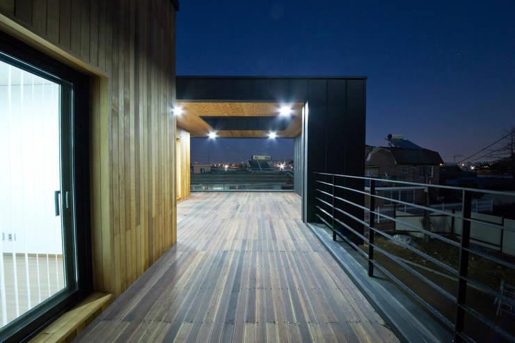 Terrazas de estilo  por GongGam Urban Architecture & Construction